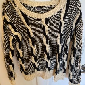 Black and white Ribbed/Braided sweater